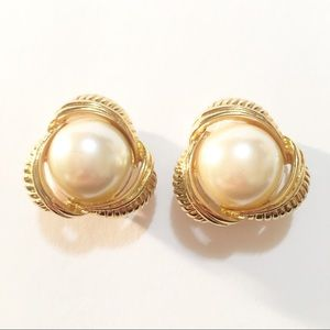 Earrings Sarah Coventry gold tone faux pearl clip